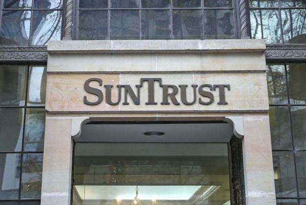 People need the Swift Code SunTrust Banks Inc to transfer money